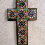 Cruz chica de madera con azulejo