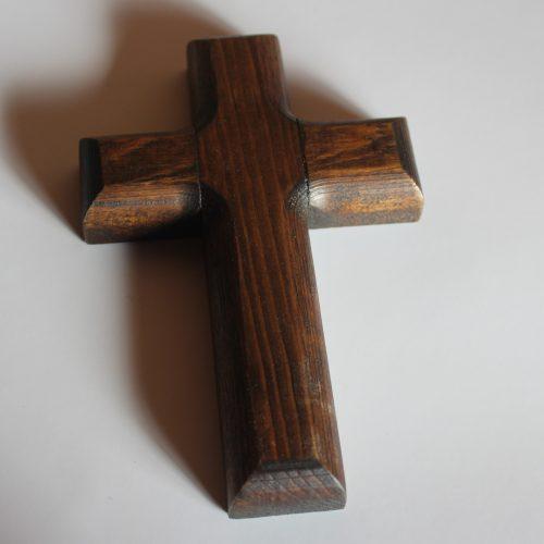 Cruz grande de madera
